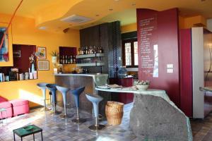 The lounge or bar area at Hotel Esperia