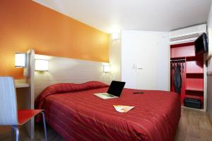 A bed or beds in a room at Premiere Classe Beziers