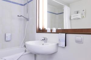 Salle de bains dans l'établissement Campanile Béziers A9/A75