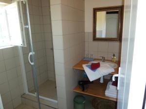 Een badkamer bij B&B Domaine Méditerranée