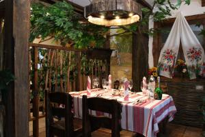 A restaurant or other place to eat at Okolytsia