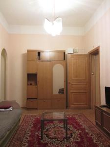 Кровать или кровати в номере Апартаменты Оld Flat на Белинского