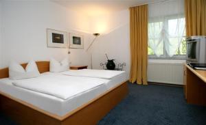 Ein Bett oder Betten in einem Zimmer der Unterkunft Hotel Lindenstraße