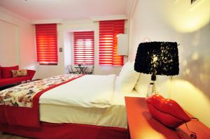 A bed or beds in a room at Suite Dreams Istanbul