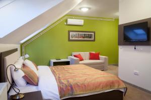 A bed or beds in a room at Garni Hotel Ema