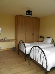 A bed or beds in a room at Bridge View House B&B and Restaurant