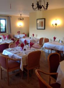 A restaurant or other place to eat at Bridge View House B&B and Restaurant
