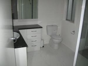A bathroom at The Villa Kyabram