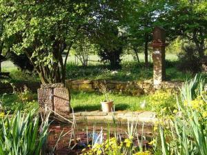 Ein Garten an der Unterkunft Gasthaus-Pension Zum Brandweiher