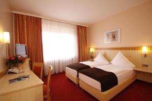 Ein Bett oder Betten in einem Zimmer der Unterkunft Hotel Kaiserhof Wesel