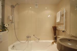 Ein Badezimmer in der Unterkunft Hotel Kaiserhof Wesel