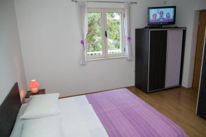 A bed or beds in a room at Villa Magnolija