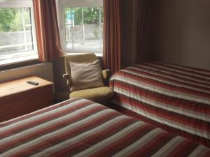 A bed or beds in a room at Woodley Bed & Breakfast