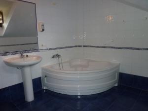 Un baño de Hotel Apartamentos La Hortona