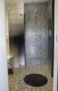 Ett badrum på Dragsö Camping & Stugby