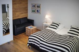 A bed or beds in a room at Thoristun Apartments