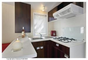 Cuisine ou kitchenette dans l'établissement Vic's Land Holidays