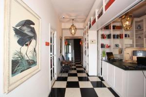 A kitchen or kitchenette at Alp de Veenen Hotel