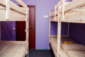 Ein Etagenbett oder Etagenbetten in einem Zimmer der Unterkunft Hostel Dostoevskiy