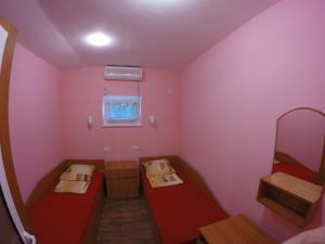 Кровать или кровати в номере Gust House Poltavchanka