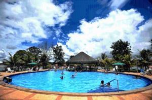 The swimming pool at or near Apartamento Pontal do Lago