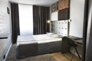 A bed or beds in a room at City Hotel Örebro