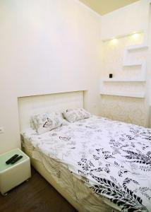 A bed or beds in a room at Q Apartment City Garden