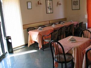 A restaurant or other place to eat at La Vecchia Comuna