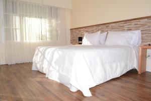 A bed or beds in a room at Nova Posada