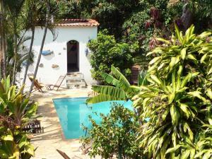 Uma vista da piscina em Hotel Eco Sítio Nosso Paraíso ou nos arredores