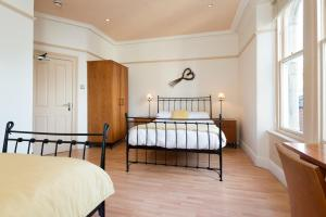 A bed or beds in a room at 18/20 Cellar Bar, Dining & Rooms