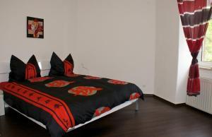 Ein Bett oder Betten in einem Zimmer der Unterkunft Ferienwohnung Possögel