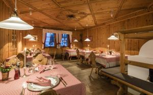 A restaurant or other place to eat at Hotel Kreuzberg Monte Croce