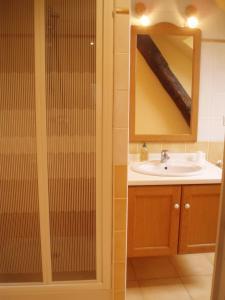 A bathroom at Chambres D'Hôtes De Froulay