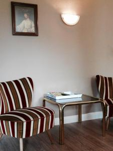 A seating area at Big Country House
