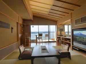 A seating area at Naniwa Issui