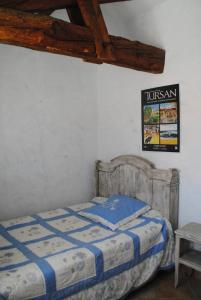 A bed or beds in a room at Gîte Matran