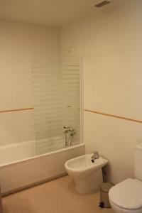 A bathroom at AR Apartamentos