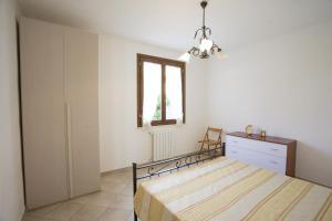 A bed or beds in a room at Appartamento La Pila