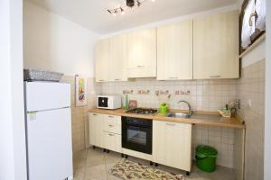 A kitchen or kitchenette at Appartamento La Pila