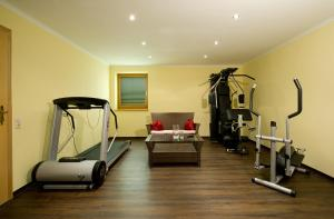 The fitness center and/or fitness facilities at Pension Edelweiß
