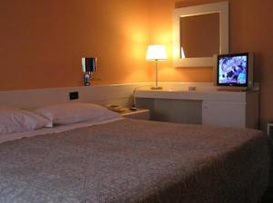 A bed or beds in a room at Hotel Giovanni
