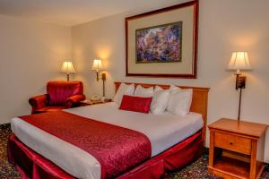 A bed or beds in a room at Grand Vista Hotel Grand Junction
