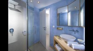 A bathroom at Petra Beach Hotel