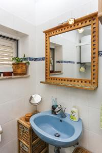 A bathroom at Apartment Sandro