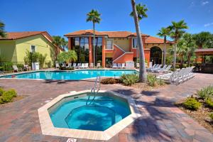 The swimming pool at or close to Legacy Vacation Resorts - Lake Buena Vista