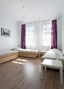 Łóżko lub łóżka w pokoju w obiekcie Apartamenty Angielska Grobla