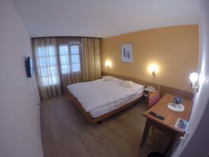 Ein Bett oder Betten in einem Zimmer der Unterkunft Gasthof Bühl