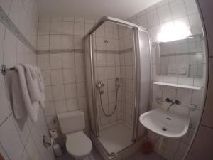 Ein Badezimmer in der Unterkunft Gasthof Bühl