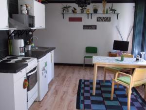 A kitchen or kitchenette at Warkhaus Apartments